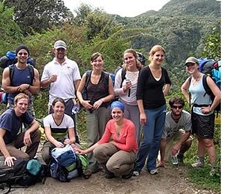 Habla Ya-Gruppe auf einer geführten Tour an die Spitze des Vulkan Baru