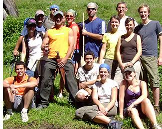 Groep uit Habla Ya wandelen naar de top van Volcan Baru de