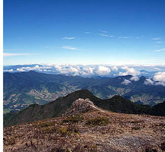 An einem klaren Tag kann man die Ozeane von der Spitze des Vulkan Baru Blick